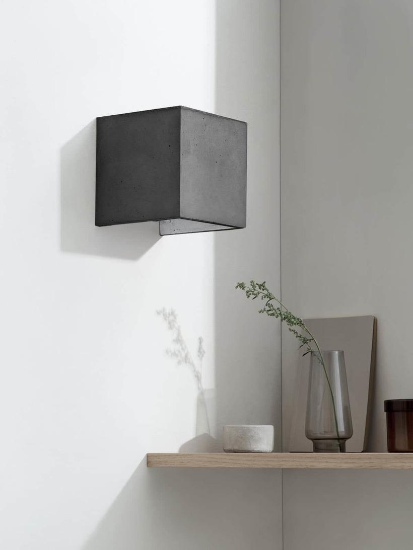 B3 Wandlampe dunkel Beton Silber kontext ausgeschaltet