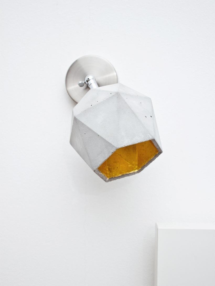[T2]spot Wandlampe trianguliert